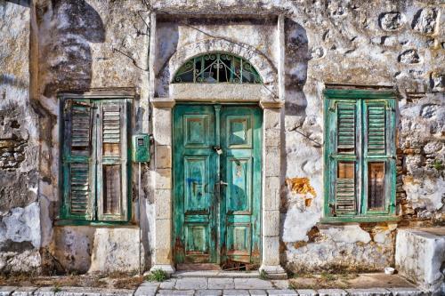 a vela in grecia - green door